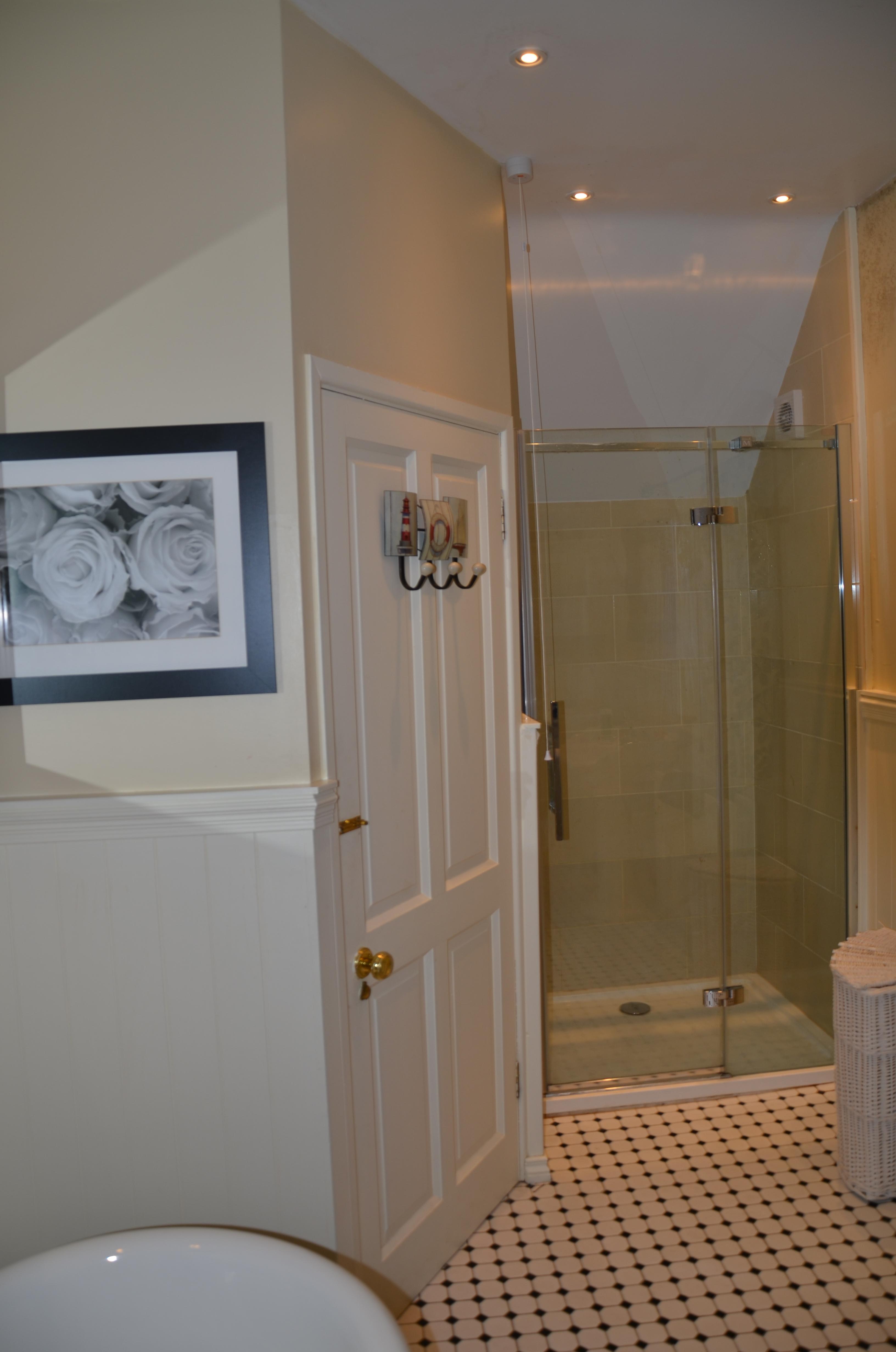 Cream Bathroom with Bath & Shower